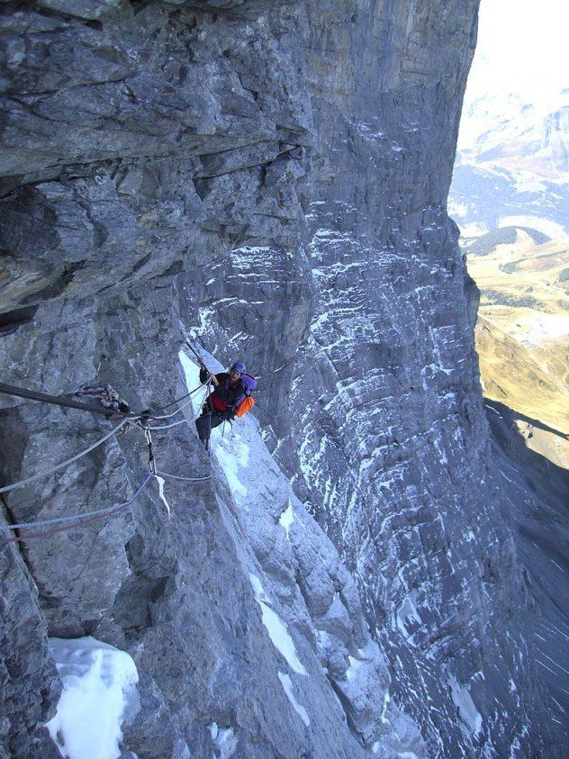Den frygtede Hinterstoisser Traverse på The Eiger. Foto: Franz Alpin, wiki.