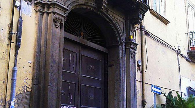 En dør i døren i Napoli