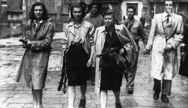 For 75 år siden drev napolitanerne de sidste nazister ud af deres by og Napolis tredje køn var med i første række