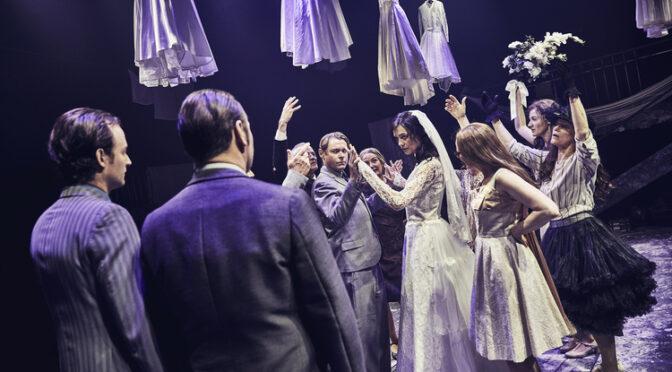 Min Geniale Veninde udstiller usynlighedens tabu på Odense Teater