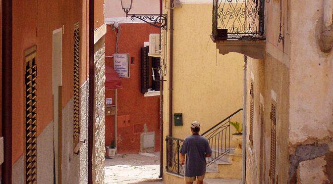 Essay-uddrag: Sarderne er Italiens stenfolk